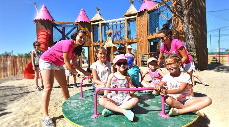 Camping Valras Le Mas Des Lavandes : vue des jeux pour enfants