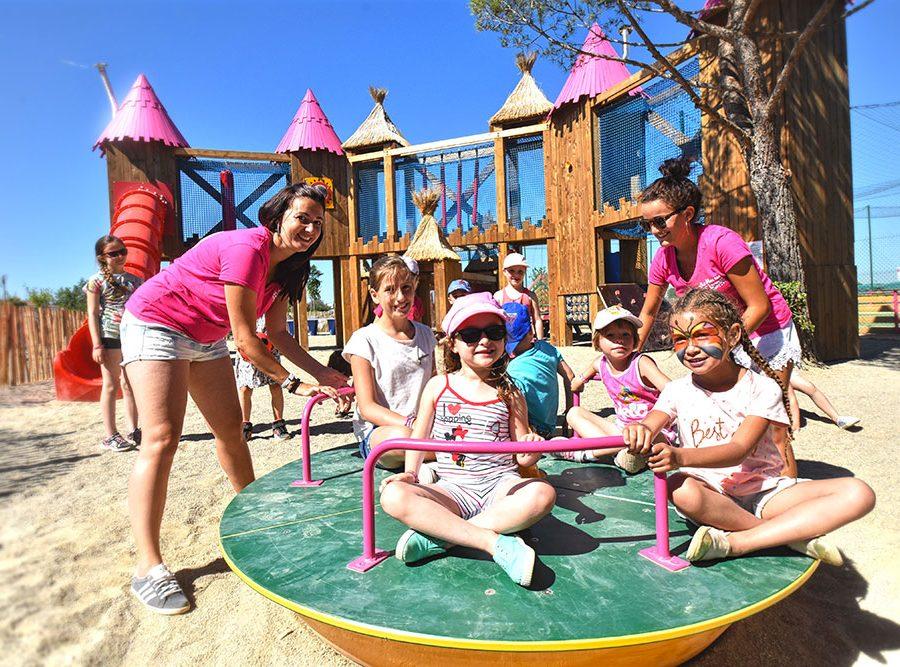 Camping Le Mas Des Lavandes: Activiteit Kind Speeltuin2