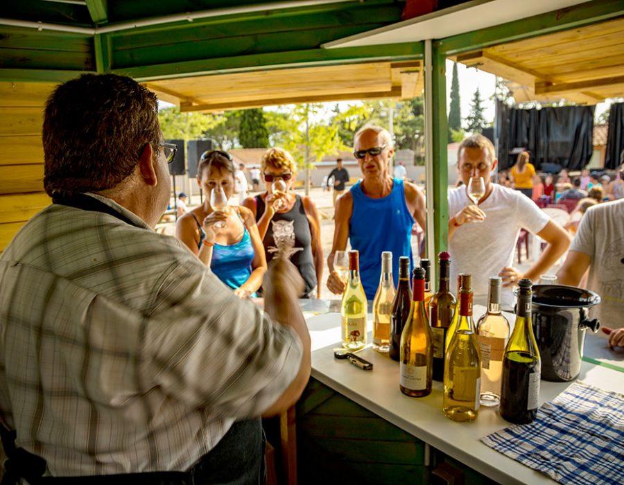 Camping Le Mas Des Lavandes : Bar Degustation Camping