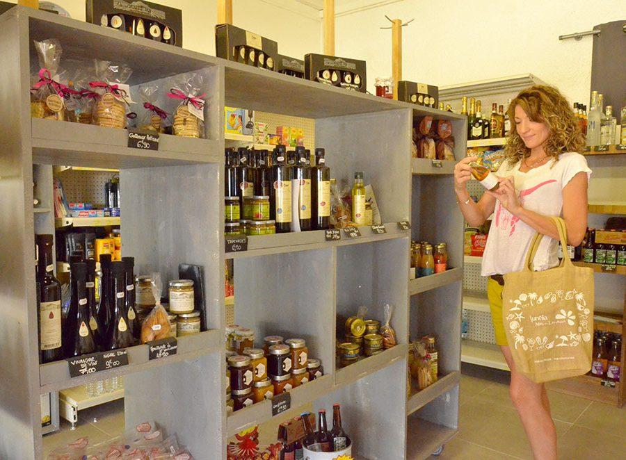 Mas Des Lavandes Campsite: Campsite Grocery Store