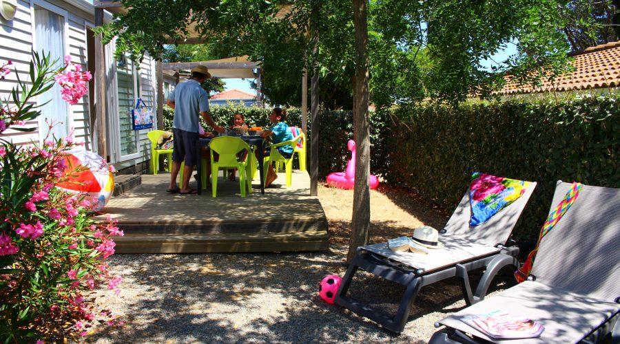 Camping Valras Le Mas Des Lavandes : vu de la terrasse du SunÊlia Confort + 2ch Principale