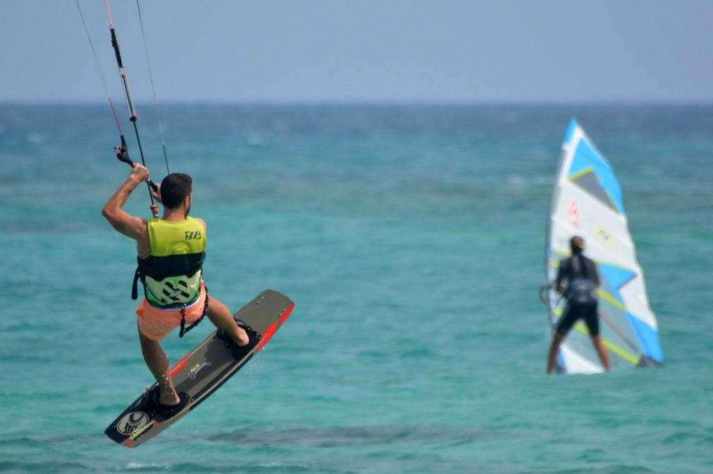 Camping Le Mas Des Lavandes : Kite Surf En Mer